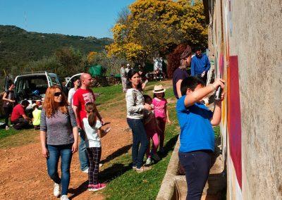 mural colaborativo, mural, pintura, spray, color, cubismo, seres negros, colaboración, cooperación, eduacion social, aprendizaje colectivo, arte urbano, pedagogia, neorruralismo, ganadería ecológica, soberanía alimentaria, empoderamiento